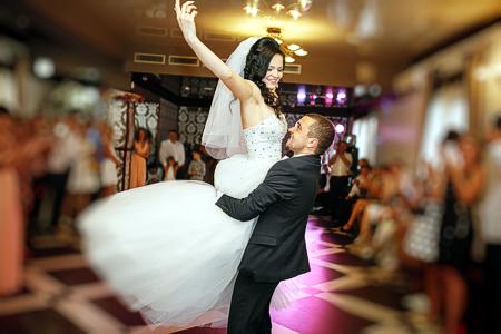 Musik die zur Hochzeit passt: Aufgabe für einen mobilen DJ